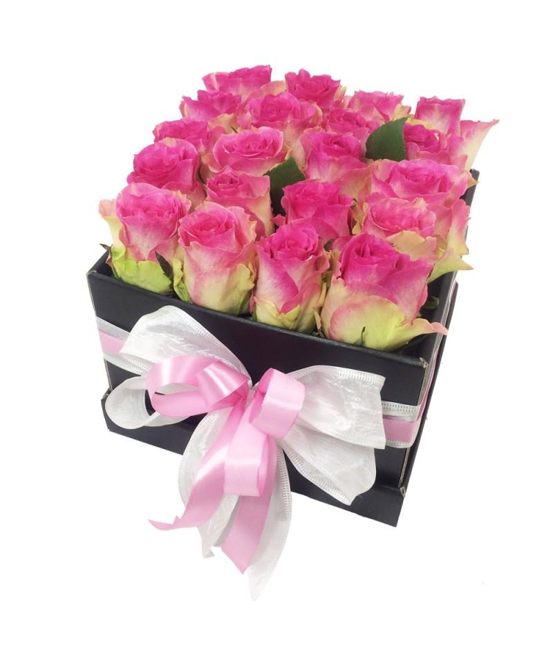 Růžové růže v krabičce